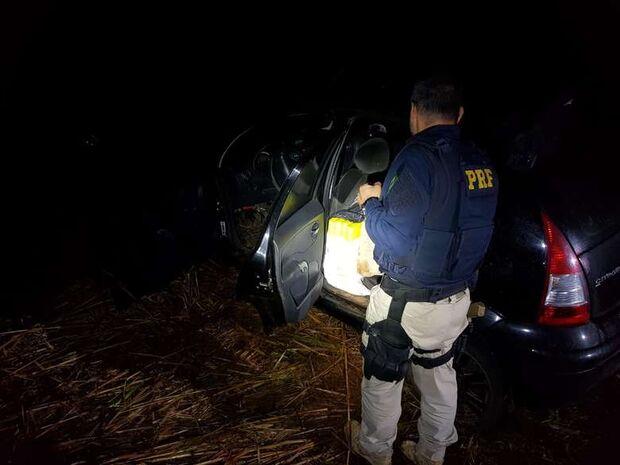Após perseguição, traficante abandona veículo com 400 quilos de maconha