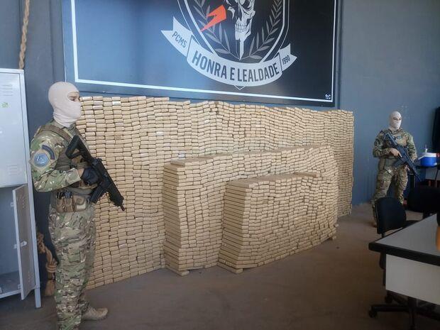 Quadrilha é presa com mais de 3 toneladas de droga; 13 veículos de luxo são apreendidos