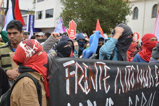 Manifesto contra o governo leva mil pessoas ao centro de Dourados