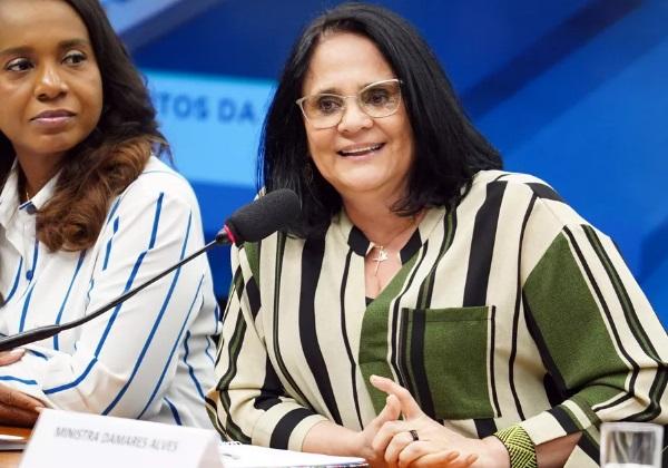 Damares Alves nega que vá deixar ministério no final do ano