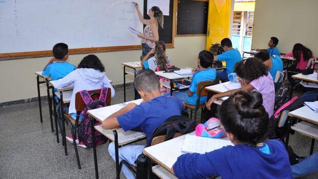 Aprovadas em processo seletivo para assistente educacional inclusiva cobram contratação imediata