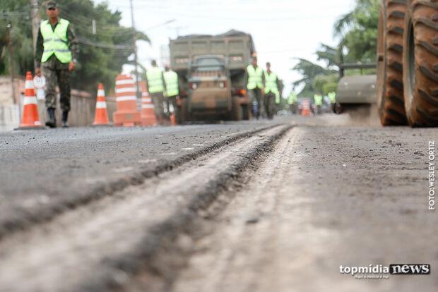 EM OBRAS: asfalto chega a cinco bairros e prefeitura tenta mais R$ 130 milhões para novos projetos