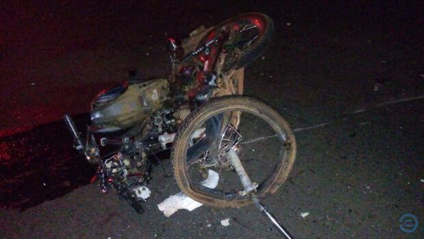 Motociclista invade pista, bate de frente com caminhão na BR-163 e morre