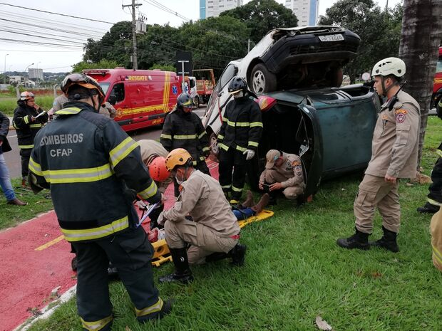 Simulação de grave acidente pega bombeiros de 'surpresa' na Afonso Pena