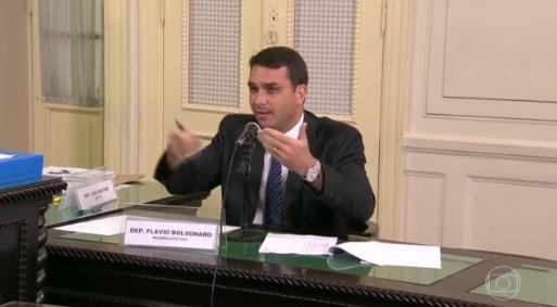 Juiz pede à Receita notas fiscais emitidas no nome de Flávio Bolsonaro