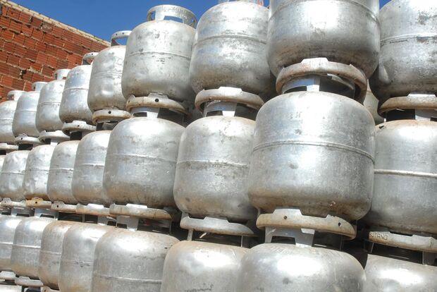 Tirando a poeira do fogão à lenha: gás de cozinha já chega a R$ 100 em MS