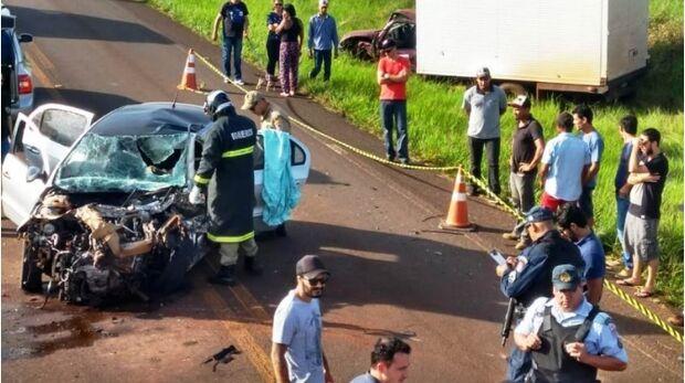 Grávida morre em batida frontal de carro com furgão de prefeitura na MS-141