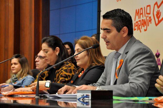 Parlamentares debatem formas de proteger e evitar abusos contra crianças e adolescentes