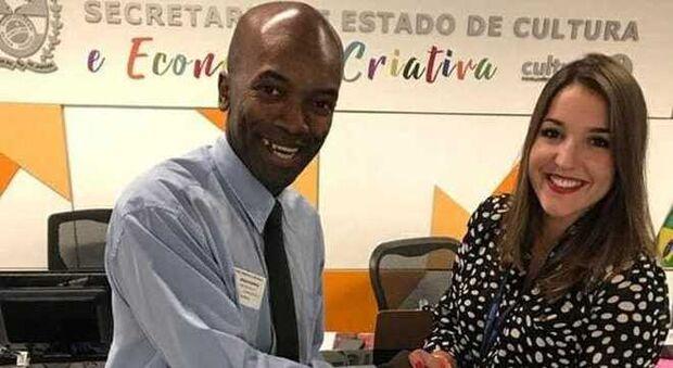 Cobrador poliglota vira assessor de relações internacionais