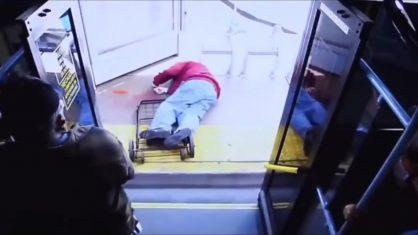 VÍDEO: idoso pede gentileza, é empurrado de ônibus e morre