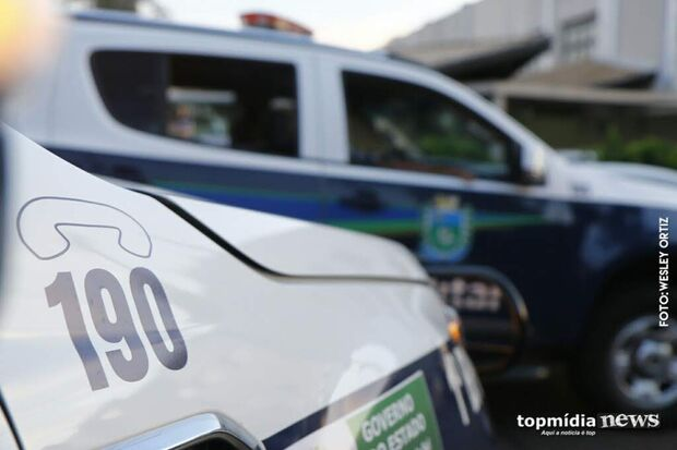 Traficante corre da polícia, mas acaba preso com casa recheada de droga