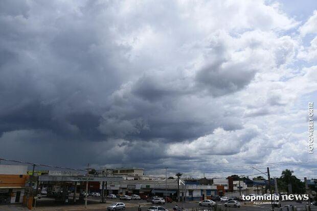 Após feriado, sol aparece entre nuvens na Capital e previsão é de chuva durante a tarde