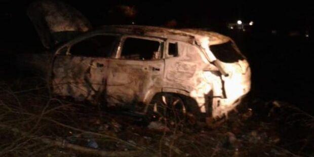 Jipe usado em chacina com seis mortos é encontrado queimado na fronteira