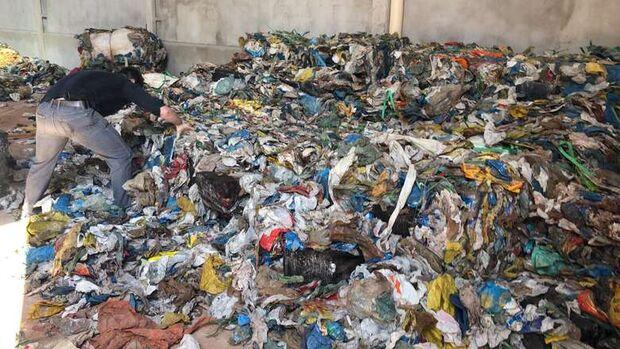 Disfarce pro cheiro: polícia flagra 2,6 toneladas de maconha em depósito de recicláveis