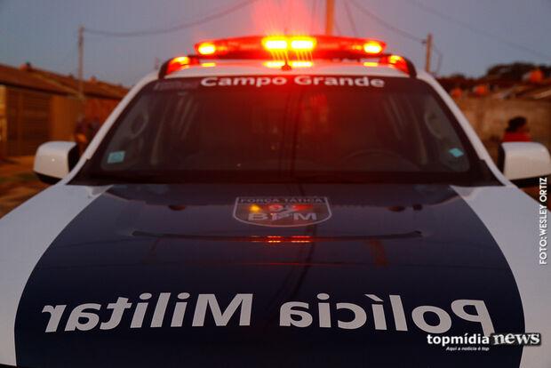 Mulher tem carro roubado após deixar a filha na escola em Campo Grande