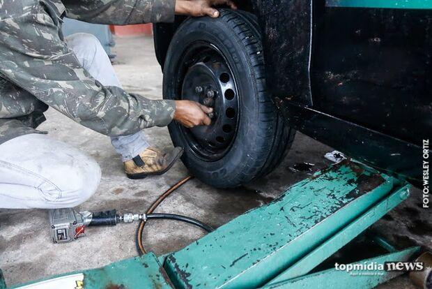 'Operação limpa estoque': ladrões invadem oficina e levam pneus e peças de veículos