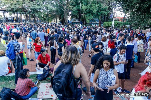 Colapso na UFMS se aproxima, dizem manifestantes pela educação em Campo Grande