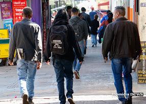 'Chegou de mala e cuia': frente fria permanece na Capital e Defesa Civil emite alerta