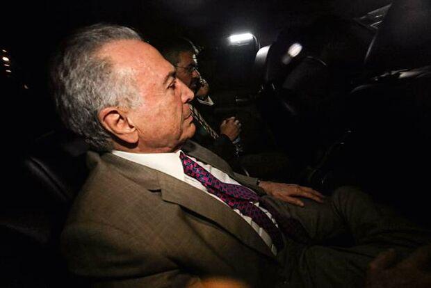 Por pouco: duas horas antes do prazo, Michel Temer se entrega à PF em São Paulo