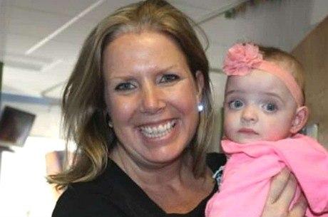 Enfermeira adota bebê que não recebia visitas no hospital