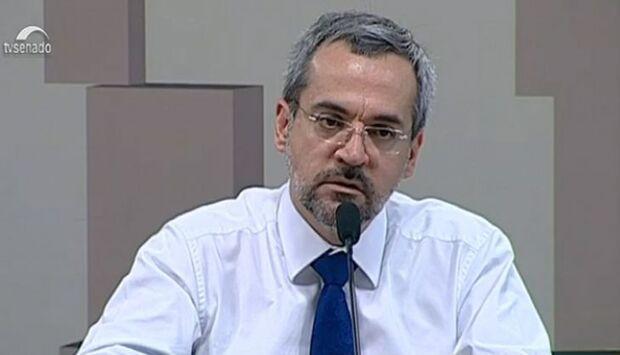 """No Senado, ministro da Educação chama Fies de """"desastre"""""""