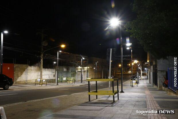 Sem fiação aérea: lâmpadas de LED são testadas e aprovadas na 'nova 14 de Julho'