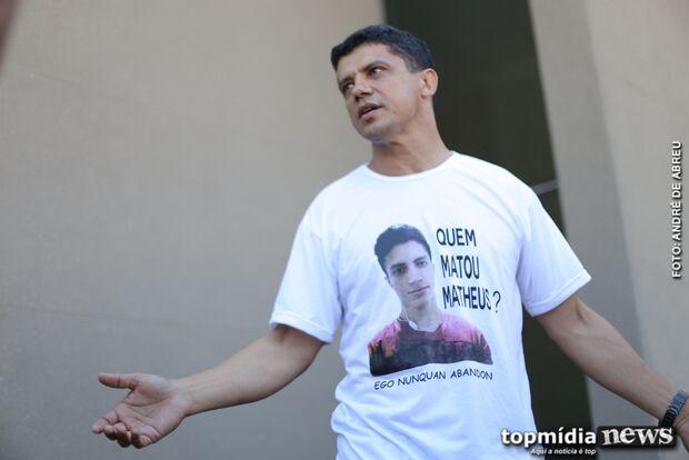 'Foram 7 tiros de fuzil na cabeça do menino', lamenta PM que teve o filho assassinado