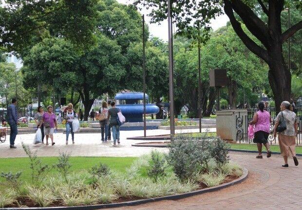 Praça Ary Coelho passa por limpeza geral nesta segunda-feira