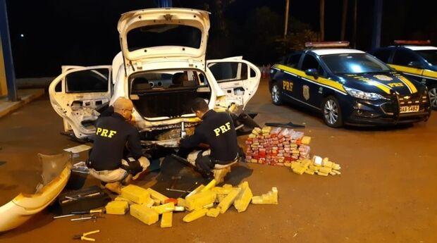 Homem estaciona veículo para dormir e acaba preso com 153 quilos de maconha