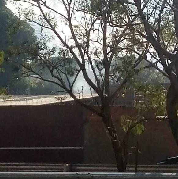 Queimadas de lixo diárias 'infernizam' moradores de condomínio na Interlagos