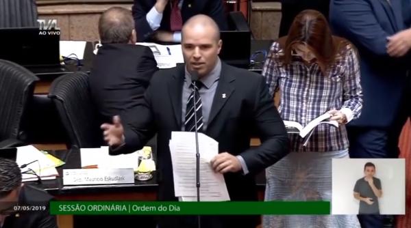 VÍDEO: deputado diz que mulher de saia e decote provoca estupradores