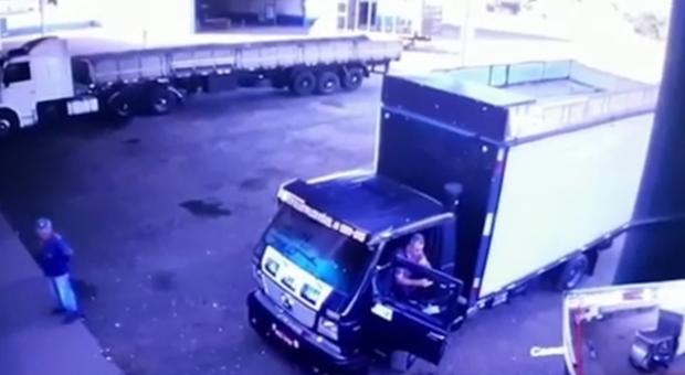 Motorista suspeita e escapa de golpe do 'falso frete'