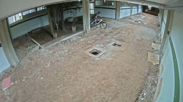 VÍDEO: casal de universitários tem duas bicicletas furtadas na UFMS em menos de um mês