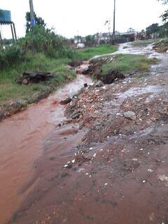 VÍDEO: no Vivendas do Parque, ruas são ruins em tempo seco e pioram 'mil vezes' na chuva
