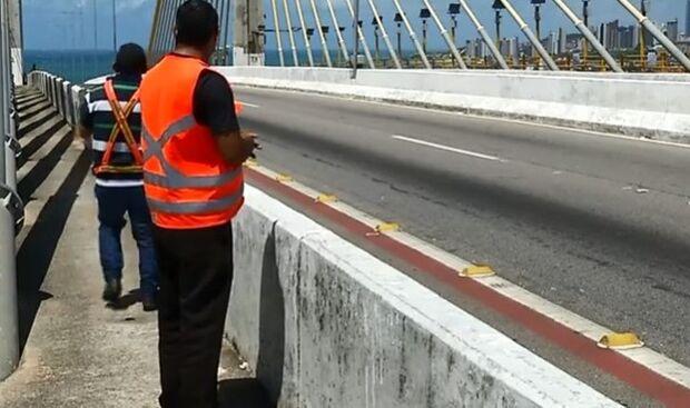 INICIATIVA: voluntários se revezam para evitar suicídios em ponte de Natal