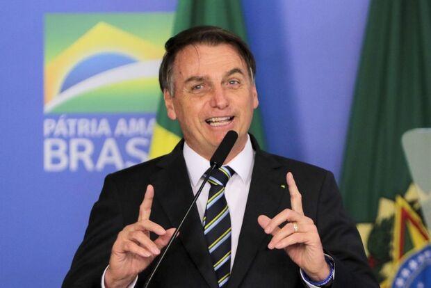 Bolsonaro diz que dinheiro retirado de universidades será investido na base