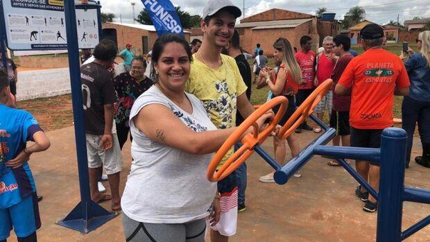 Prefeitura investe em esporte e moradores do Nova Bahia recebem academia ao ar livre