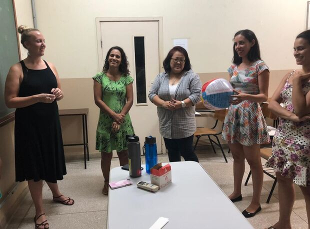 Norte-americanas ministram aulas de inglês na UFMS