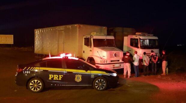 Em menos de uma hora, PRF prende trio que tentava atravessar veículos furtados na fronteira