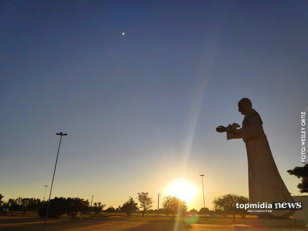 Último 'sextou' de maio começa com sol e céu claro em Campo Grande