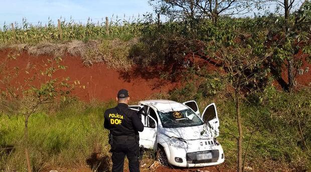 Veículo com quase 200kg de maconha é encontrado capotado em MS