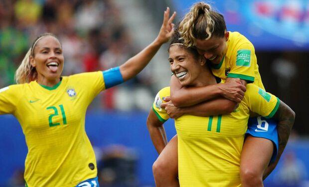 Brasil estreia na Copa com vitória sobre a Jamaica e três gols de Cristiane