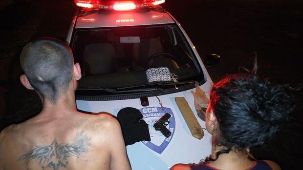 Casal é preso com simulacro de arma e tráfico de drogas em Campo Grande