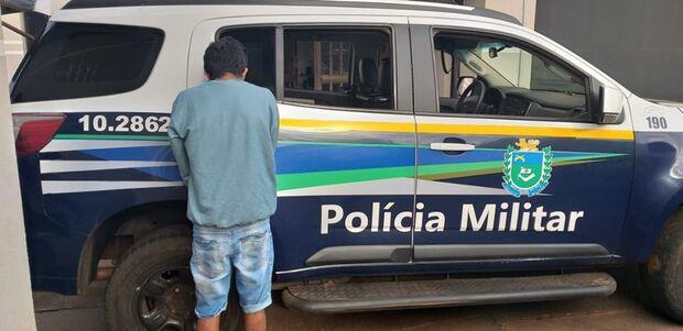 SEM SAÍDA: jovem é flagrado tentando furtar caminhonete e acaba preso no interior do veículo