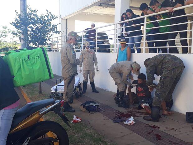 Discussão termina com um esfaqueado e outro preso próximo a shopping de Campo Grande
