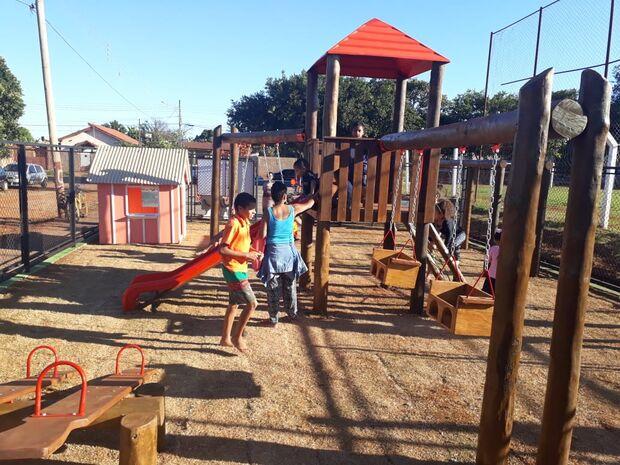 Para alegria da criançada, São Conrado recebe playground infantil