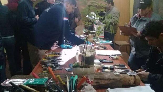 Polícia encontra mais de 100 armas em presídio paraguaio que teve 10 presos mortos em motim