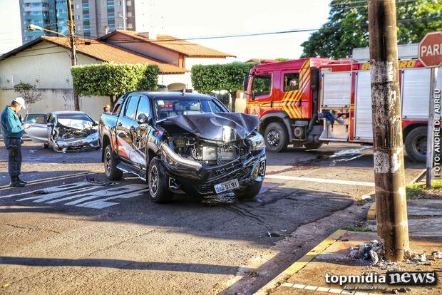 Motorista avança preferencial e bate em carro de família; criança e adolescente ficam feridas