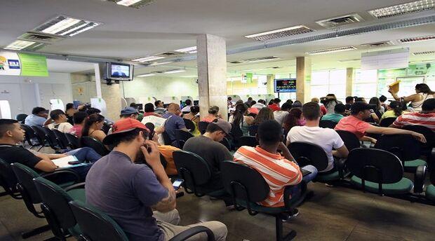 Açougueiro, engenheiro, motorista: semana começa com 149 ofertas de emprego na Capital