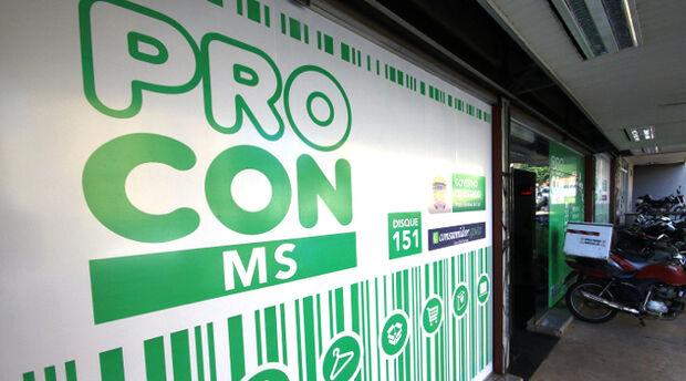Procon/MS encontra remédios vencidos e produtos sem preço em farmácia na Júlio de Castilho
